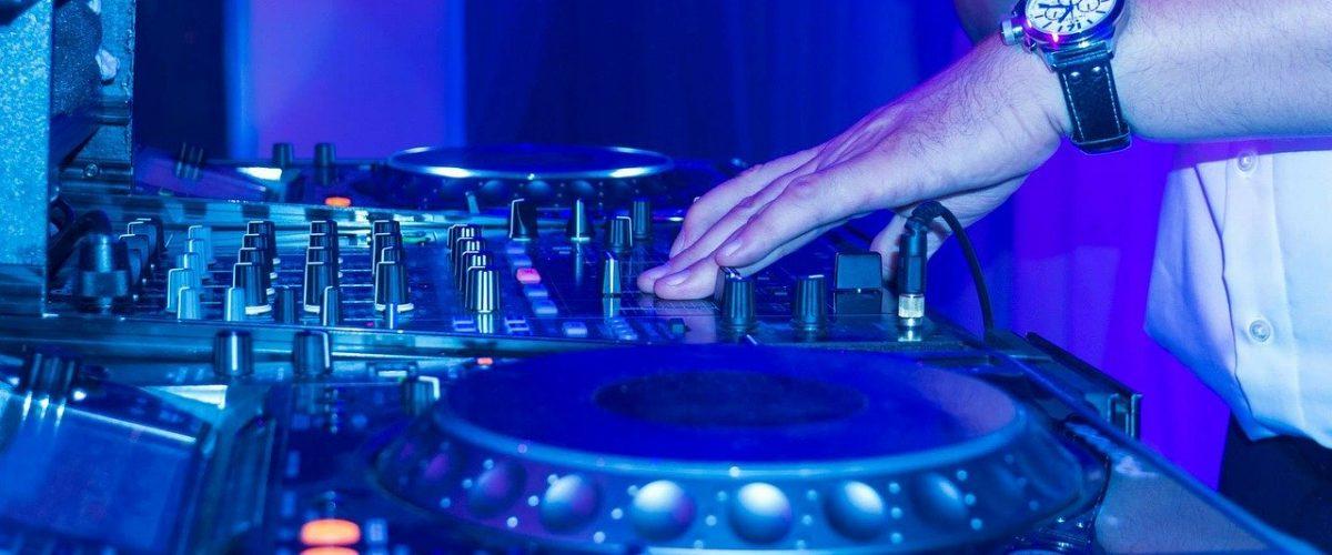 dj, turntable, scratching